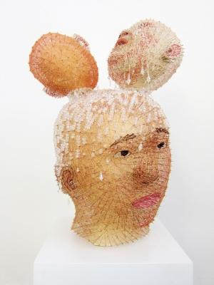 Persona   2017, résine, mousse expansive, tige en métal, aiguilles, fils et perles en cristal, 57.0×39.0×36.0cm  -1