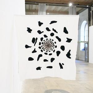 Illusion atroce,  2017, Tissu et fil, Couture à la main, 80 x 77 cm